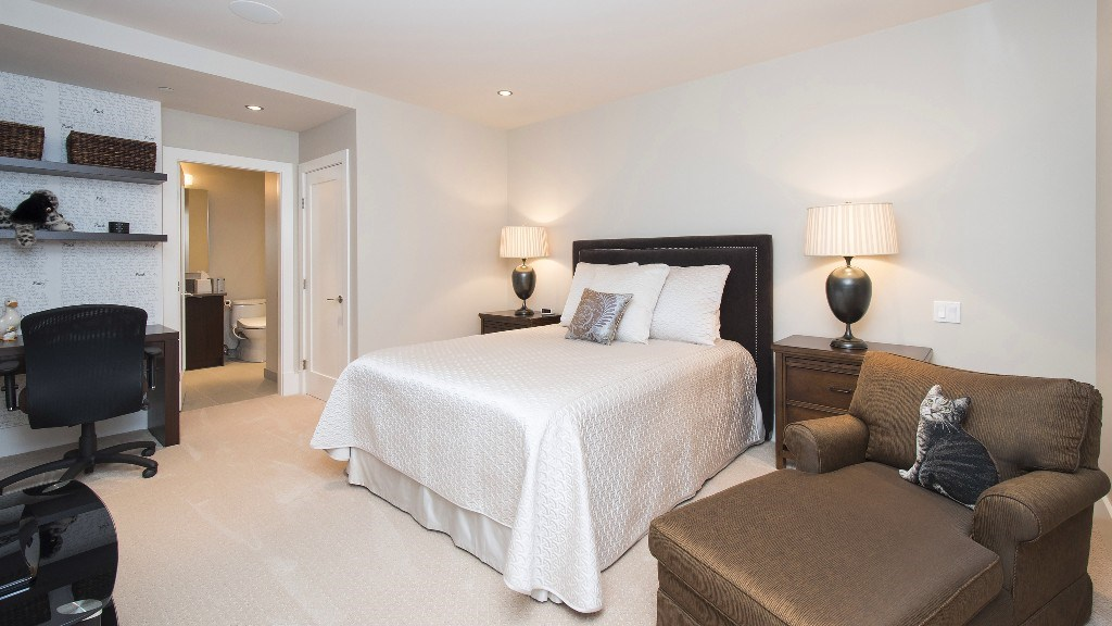 Townhouse at 2551 HIGHGROVE MEWS, West Vancouver, British Columbia. Image 19