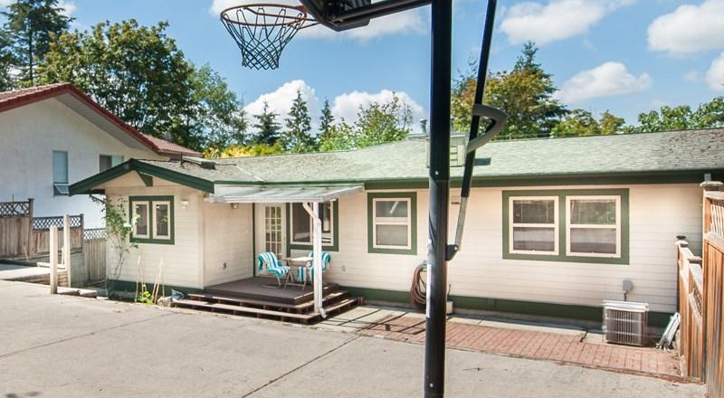 Half-duplex at 6367 MARINE DRIVE, Burnaby South, British Columbia. Image 10