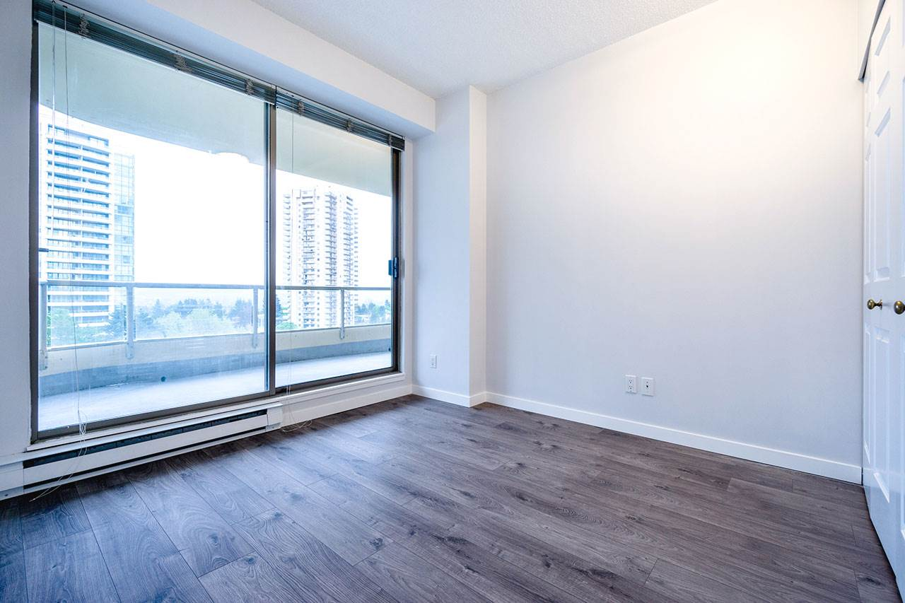 Condo Apartment at 600 5967 WILSON AVENUE, Unit 600, Burnaby South, British Columbia. Image 13
