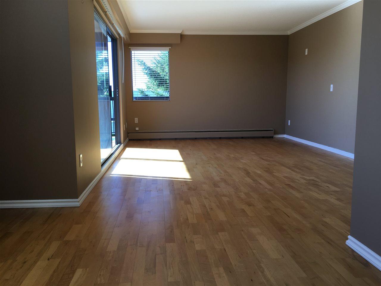 Condo Apartment at 302 1544 FIR STREET, Unit 302, South Surrey White Rock, British Columbia. Image 4