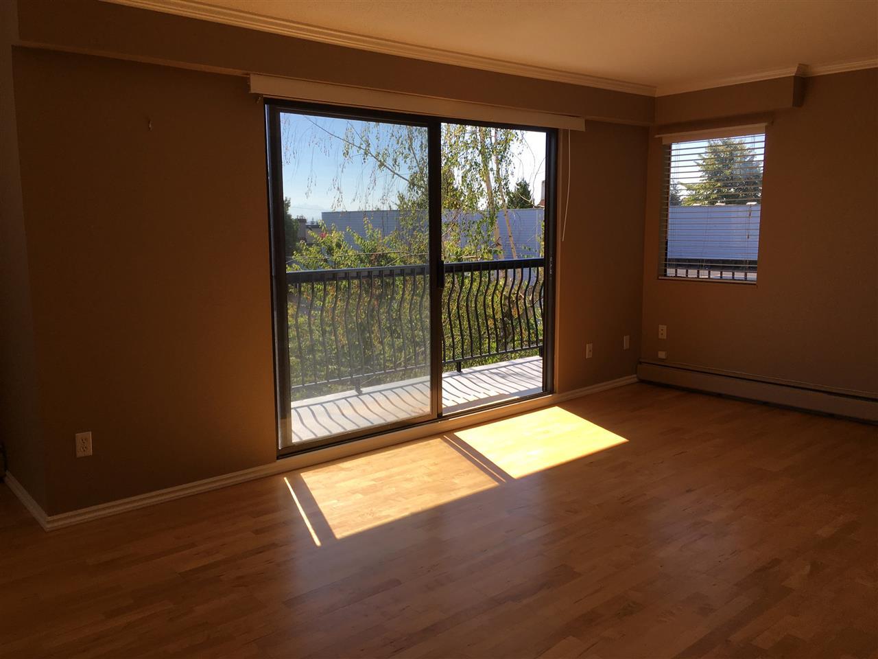 Condo Apartment at 302 1544 FIR STREET, Unit 302, South Surrey White Rock, British Columbia. Image 5
