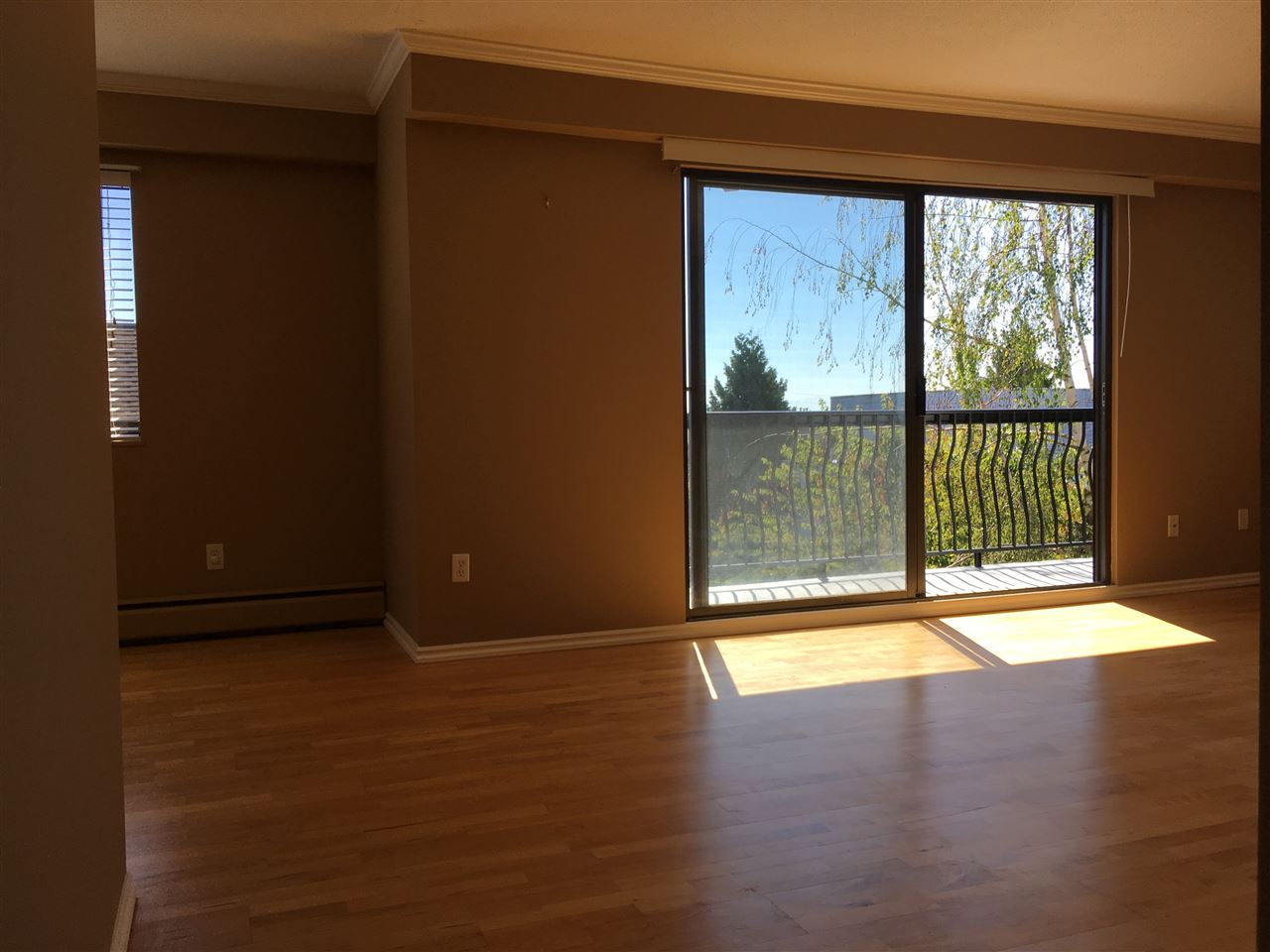 Condo Apartment at 302 1544 FIR STREET, Unit 302, South Surrey White Rock, British Columbia. Image 7