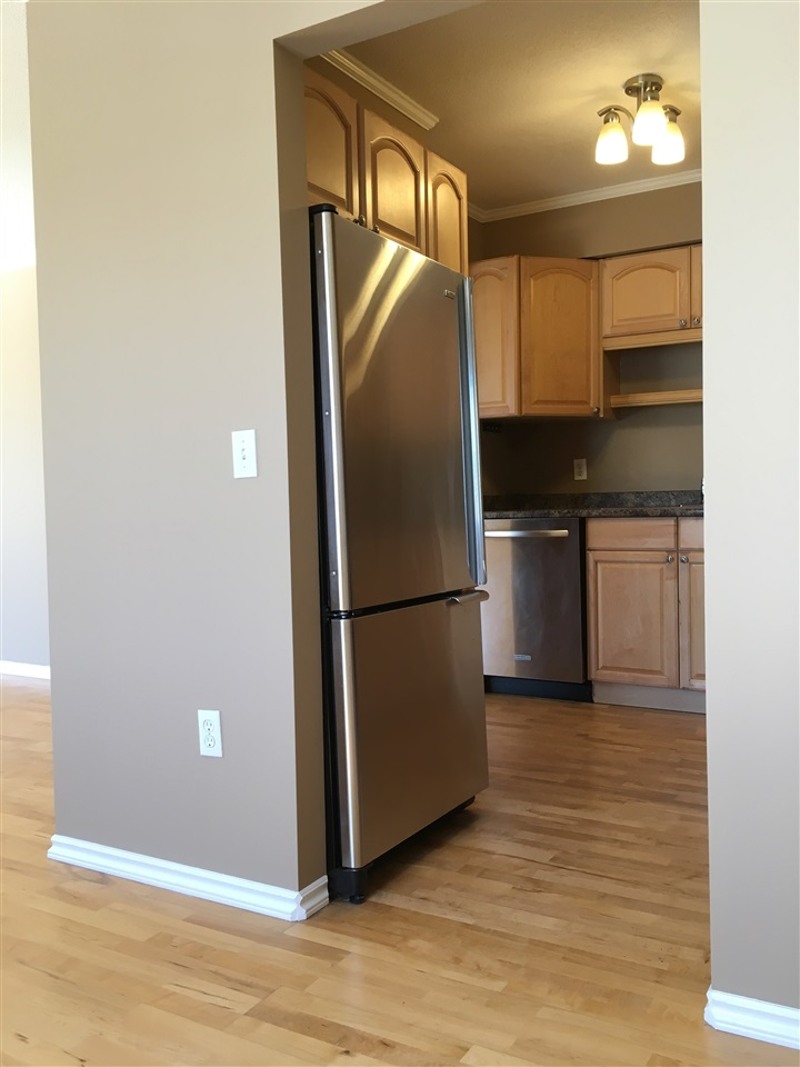 Condo Apartment at 302 1544 FIR STREET, Unit 302, South Surrey White Rock, British Columbia. Image 9
