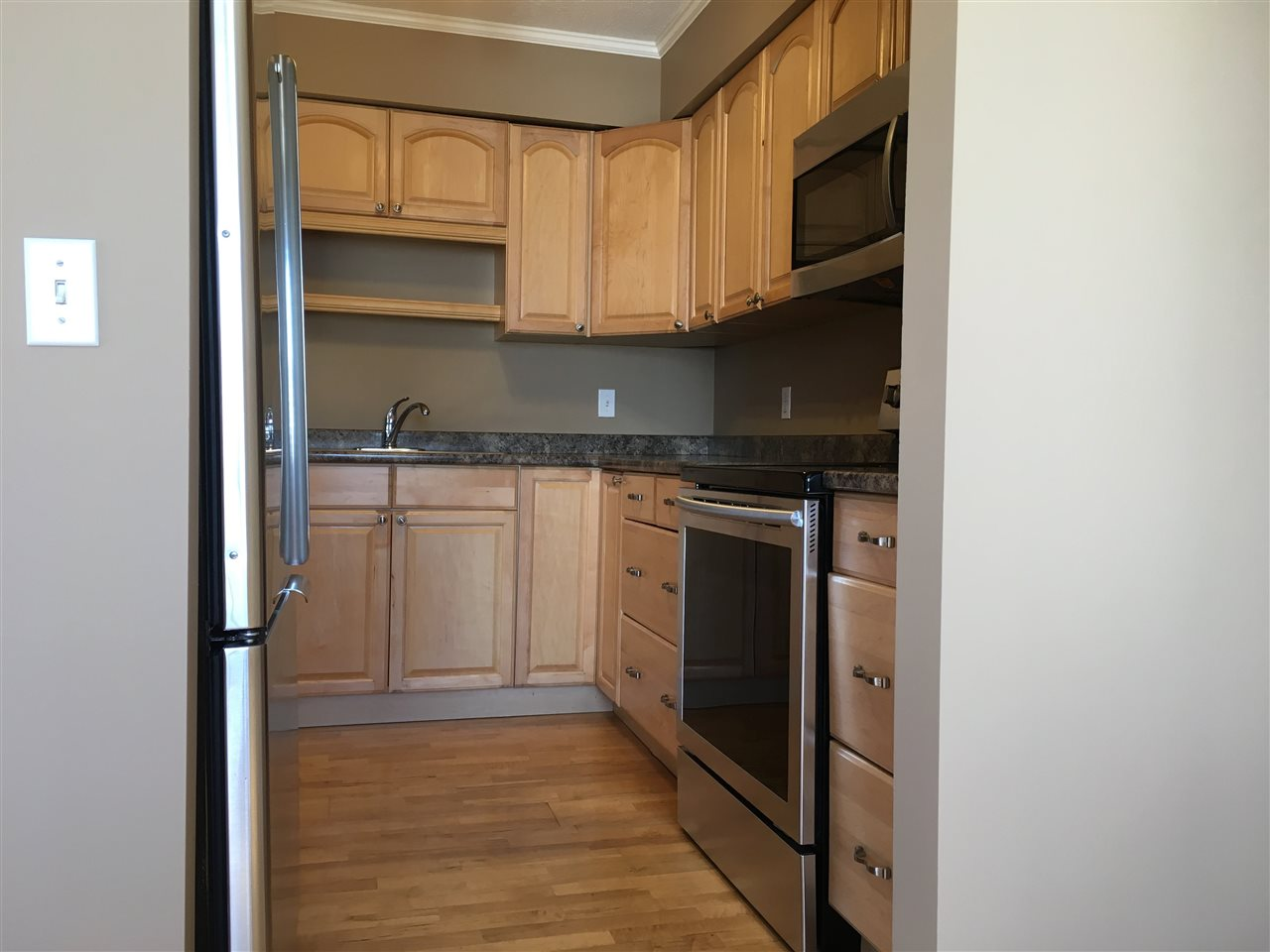 Condo Apartment at 302 1544 FIR STREET, Unit 302, South Surrey White Rock, British Columbia. Image 10