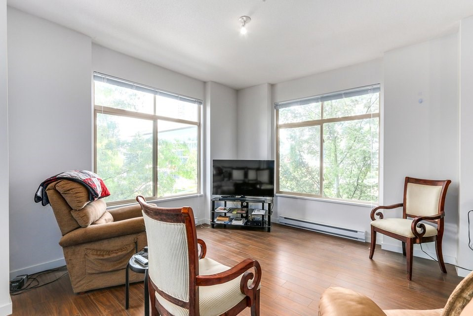 Condo Apartment at 310 10455 UNIVERSITY DRIVE, Unit 310, North Surrey, British Columbia. Image 2