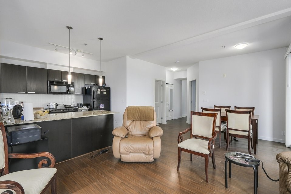 Condo Apartment at 310 10455 UNIVERSITY DRIVE, Unit 310, North Surrey, British Columbia. Image 4