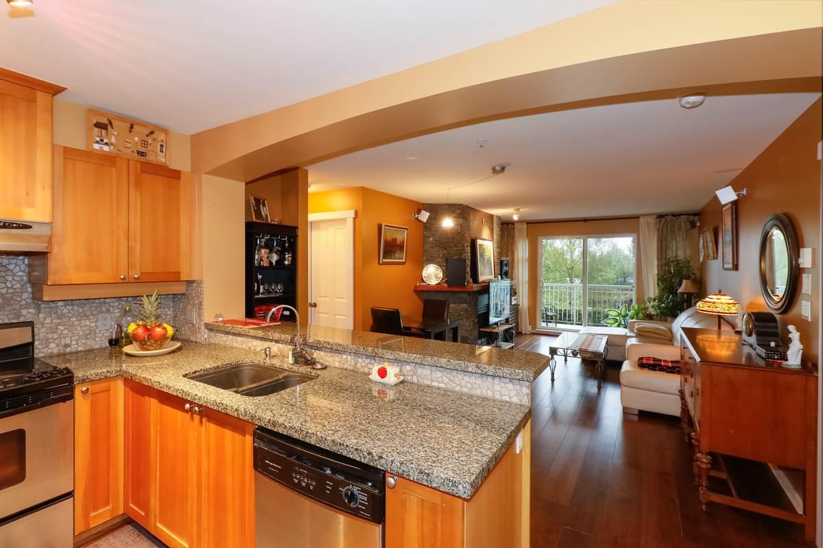 Condo Apartment at 212 1420 PARKWAY BOULEVARD, Unit 212, Coquitlam, British Columbia. Image 4