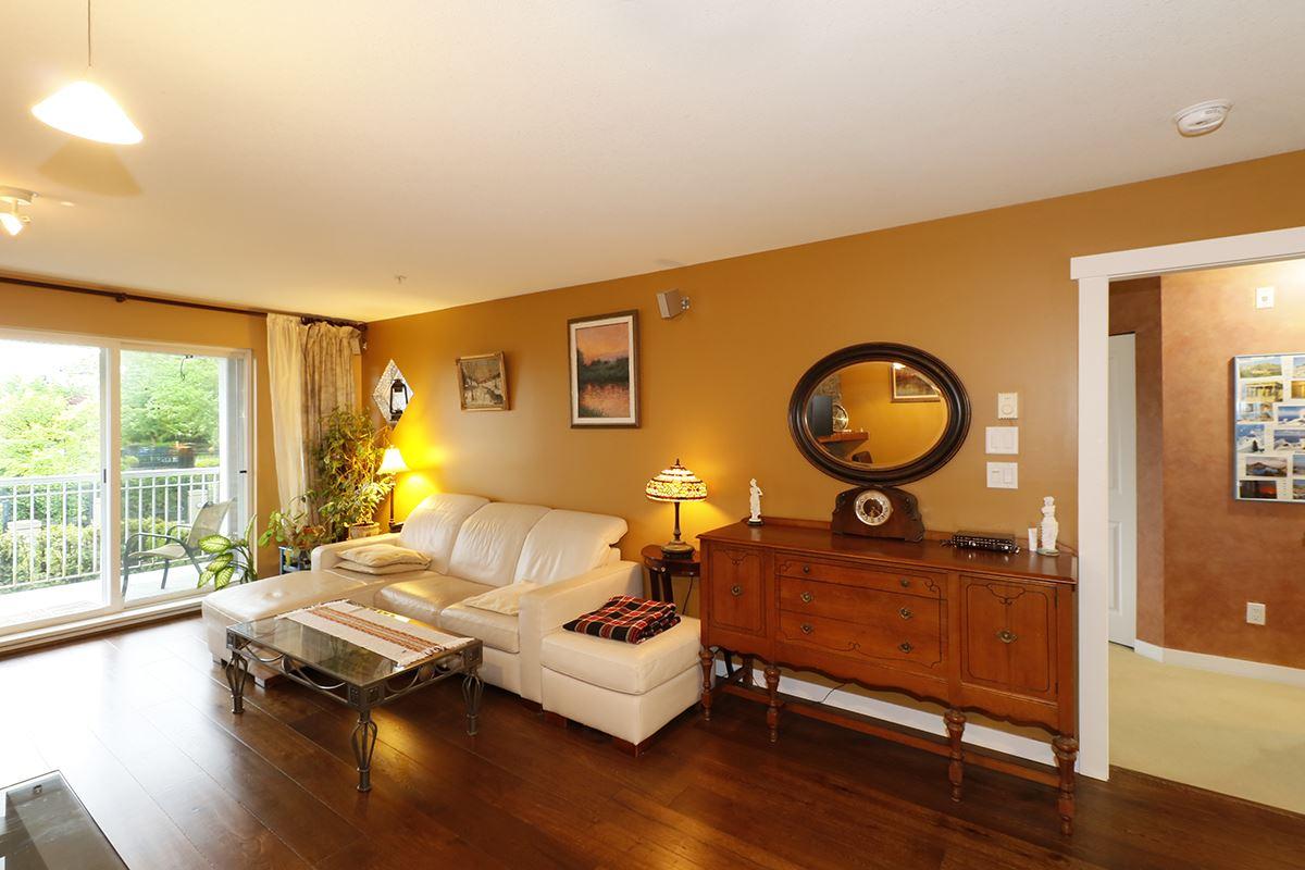 Condo Apartment at 212 1420 PARKWAY BOULEVARD, Unit 212, Coquitlam, British Columbia. Image 9