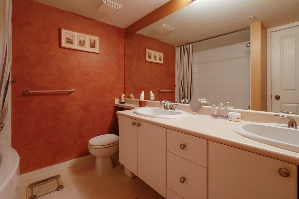 Condo Apartment at 212 1420 PARKWAY BOULEVARD, Unit 212, Coquitlam, British Columbia. Image 10