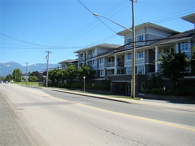 Condo Apartment at 104 46262 FIRST AVENUE, Unit 104, Chilliwack, British Columbia. Image 2