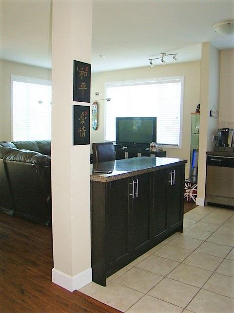 Condo Apartment at 104 46262 FIRST AVENUE, Unit 104, Chilliwack, British Columbia. Image 8