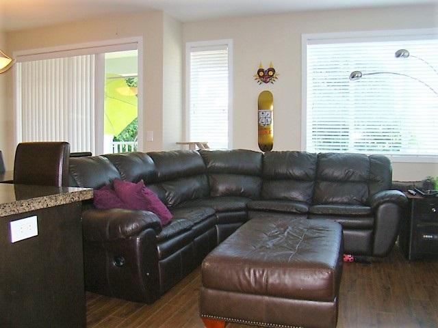 Condo Apartment at 104 46262 FIRST AVENUE, Unit 104, Chilliwack, British Columbia. Image 11