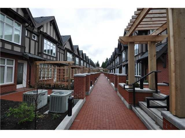 Townhouse at 5961 OAK STREET, Vancouver West, British Columbia. Image 2