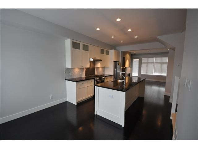 Townhouse at 5961 OAK STREET, Vancouver West, British Columbia. Image 3
