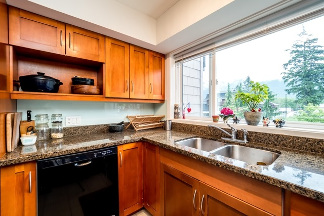 Half-duplex at 2 1261 MAIN STREET, Unit 2, Squamish, British Columbia. Image 10