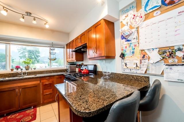 Half-duplex at 2 1261 MAIN STREET, Unit 2, Squamish, British Columbia. Image 11