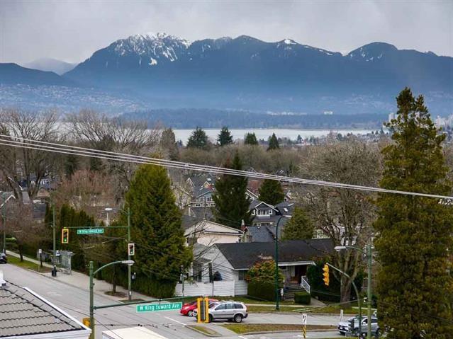 Condo Apartment at 206 3621 W 26TH AVENUE, Unit 206, Vancouver West, British Columbia. Image 17
