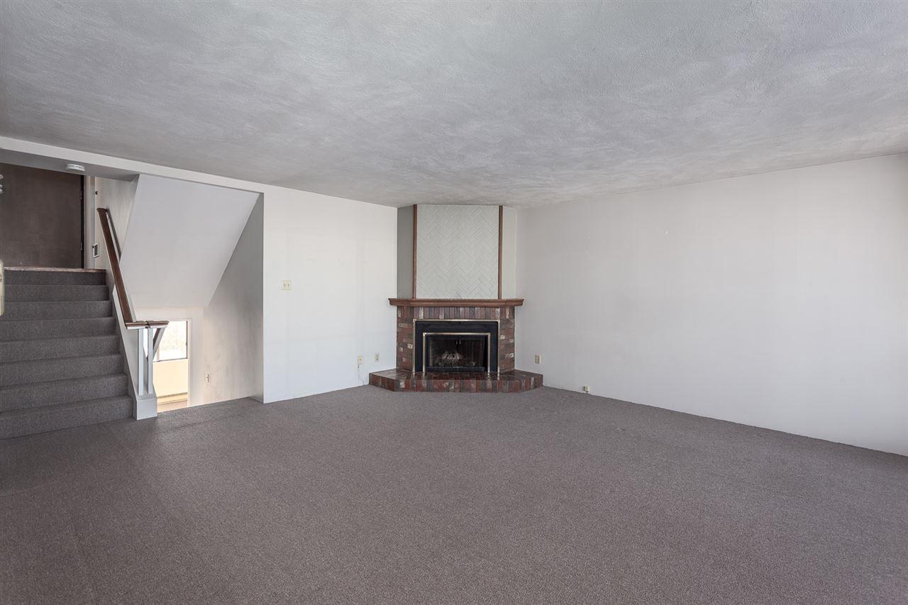 Condo Apartment at 728 666 LEG IN BOOT SQUARE, Unit 728, Vancouver West, British Columbia. Image 3