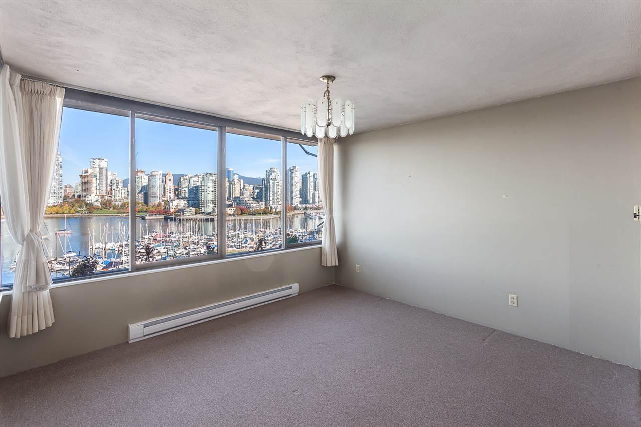 Condo Apartment at 728 666 LEG IN BOOT SQUARE, Unit 728, Vancouver West, British Columbia. Image 6
