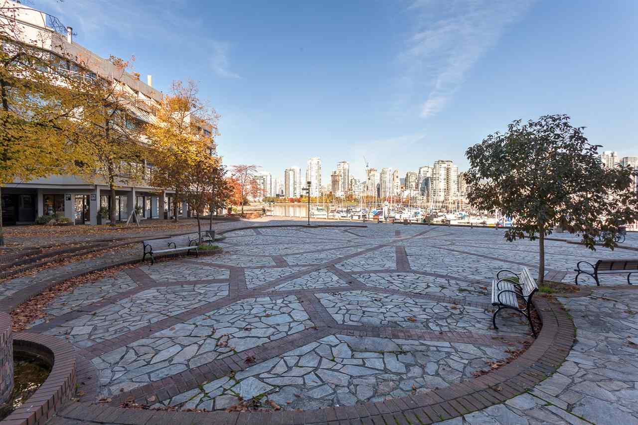 Condo Apartment at 728 666 LEG IN BOOT SQUARE, Unit 728, Vancouver West, British Columbia. Image 12