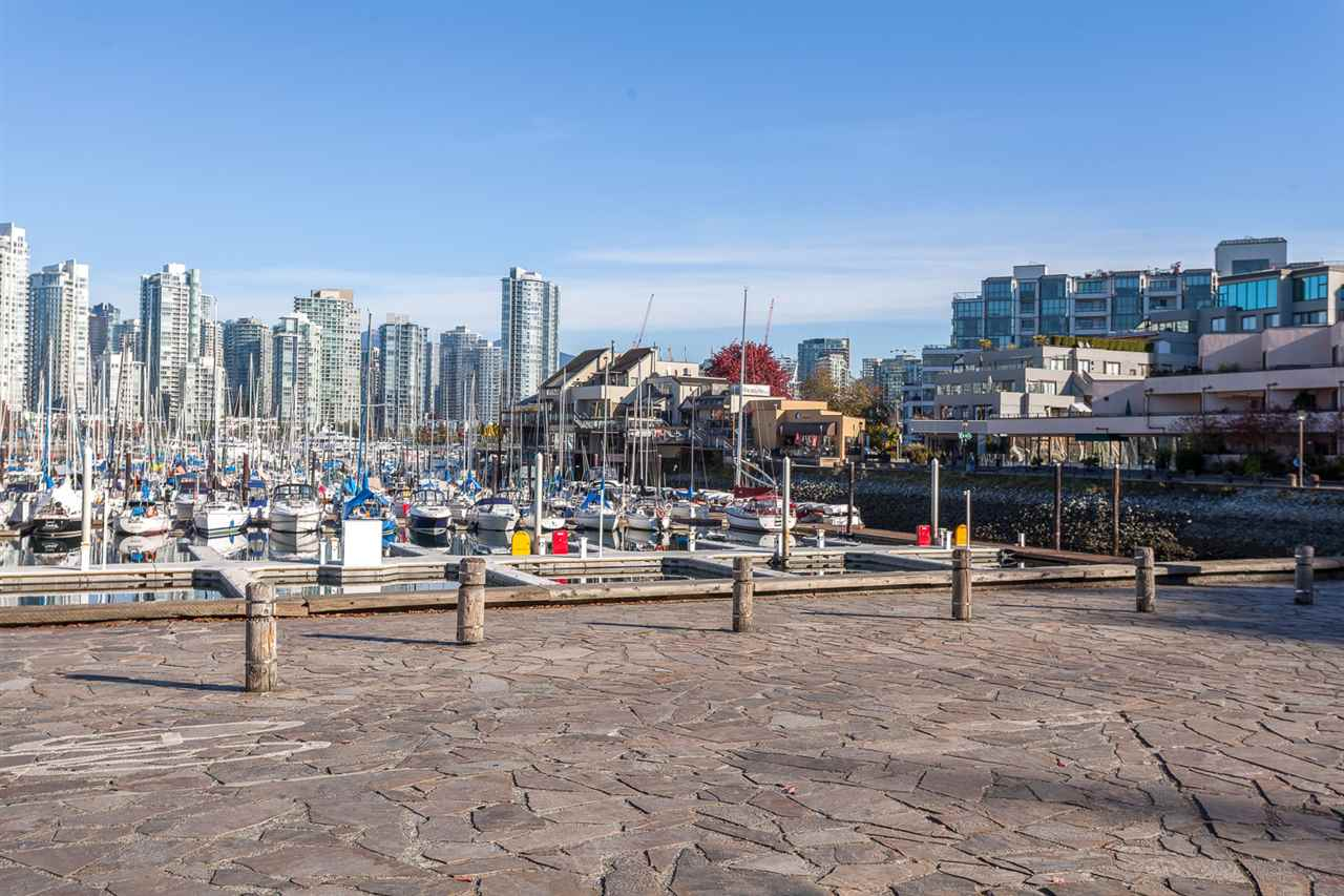 Condo Apartment at 728 666 LEG IN BOOT SQUARE, Unit 728, Vancouver West, British Columbia. Image 13