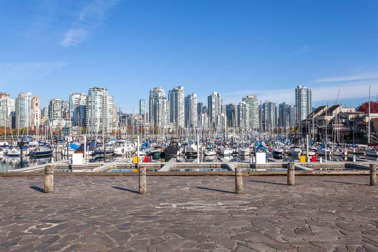 Condo Apartment at 728 666 LEG IN BOOT SQUARE, Unit 728, Vancouver West, British Columbia. Image 14