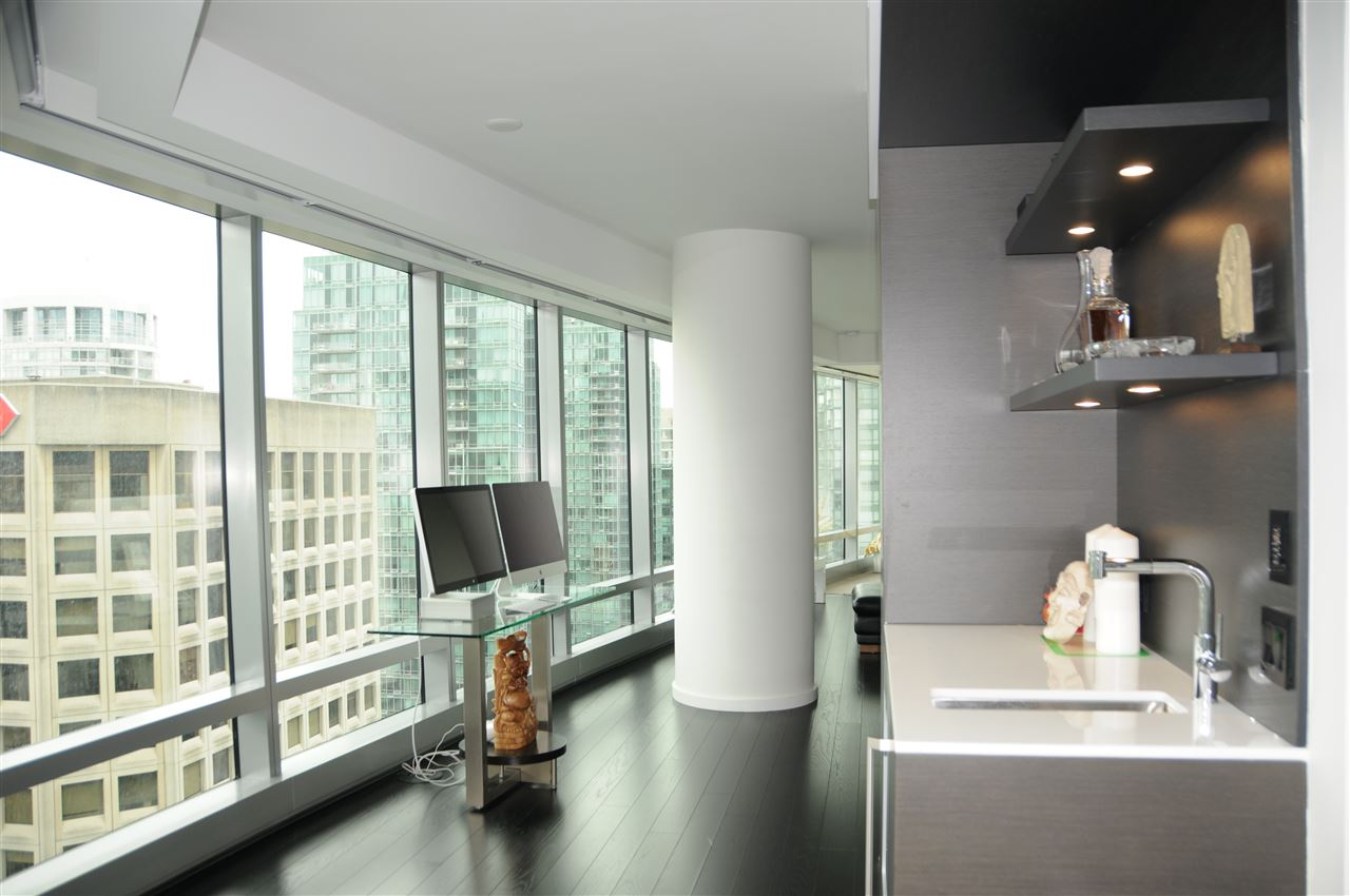 Condo Apartment at 2702 1151 W GEORGIA STREET, Unit 2702, Vancouver West, British Columbia. Image 4