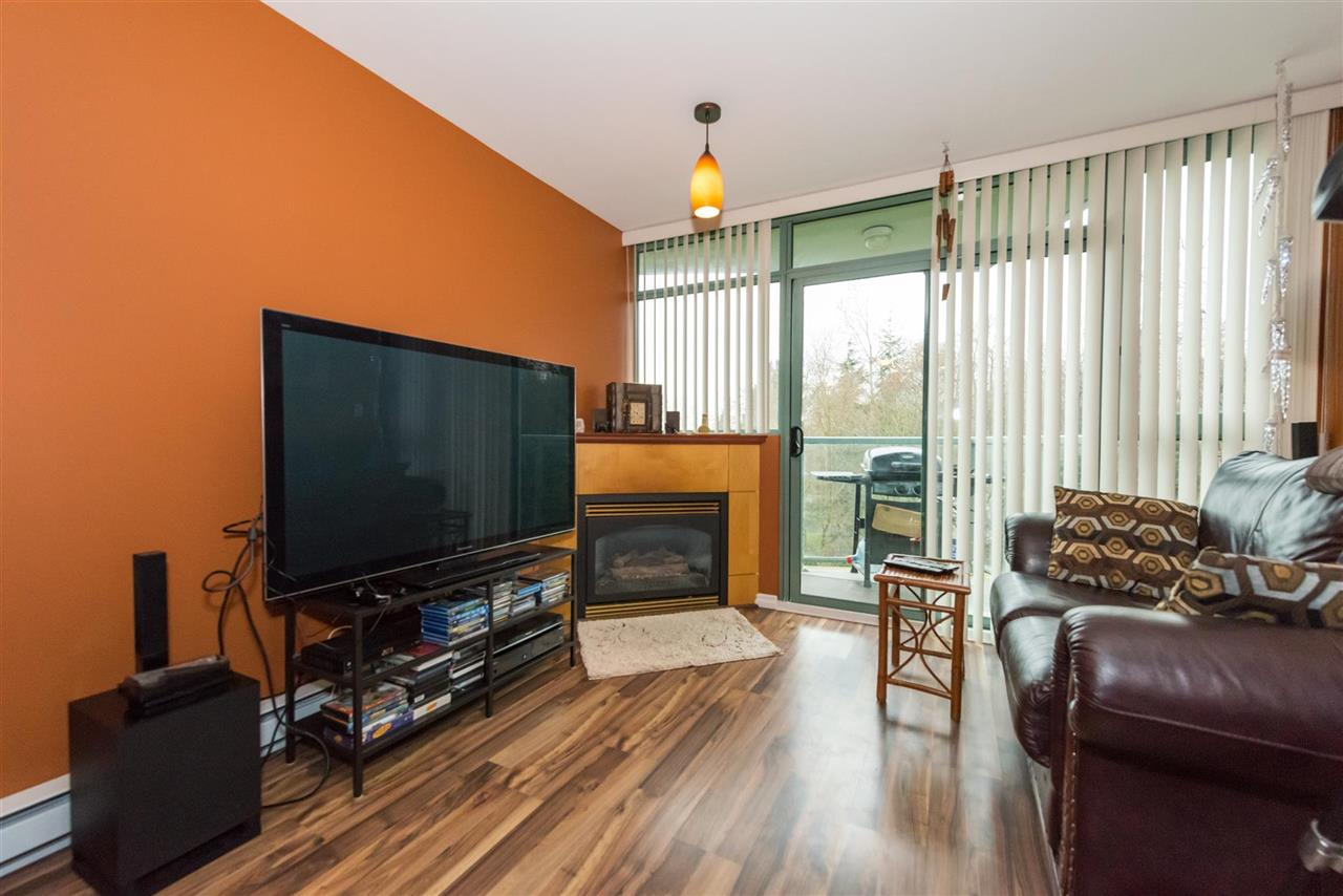 Condo Apartment at 710 2733 CHANDLERY PLACE, Unit 710, Vancouver East, British Columbia. Image 5