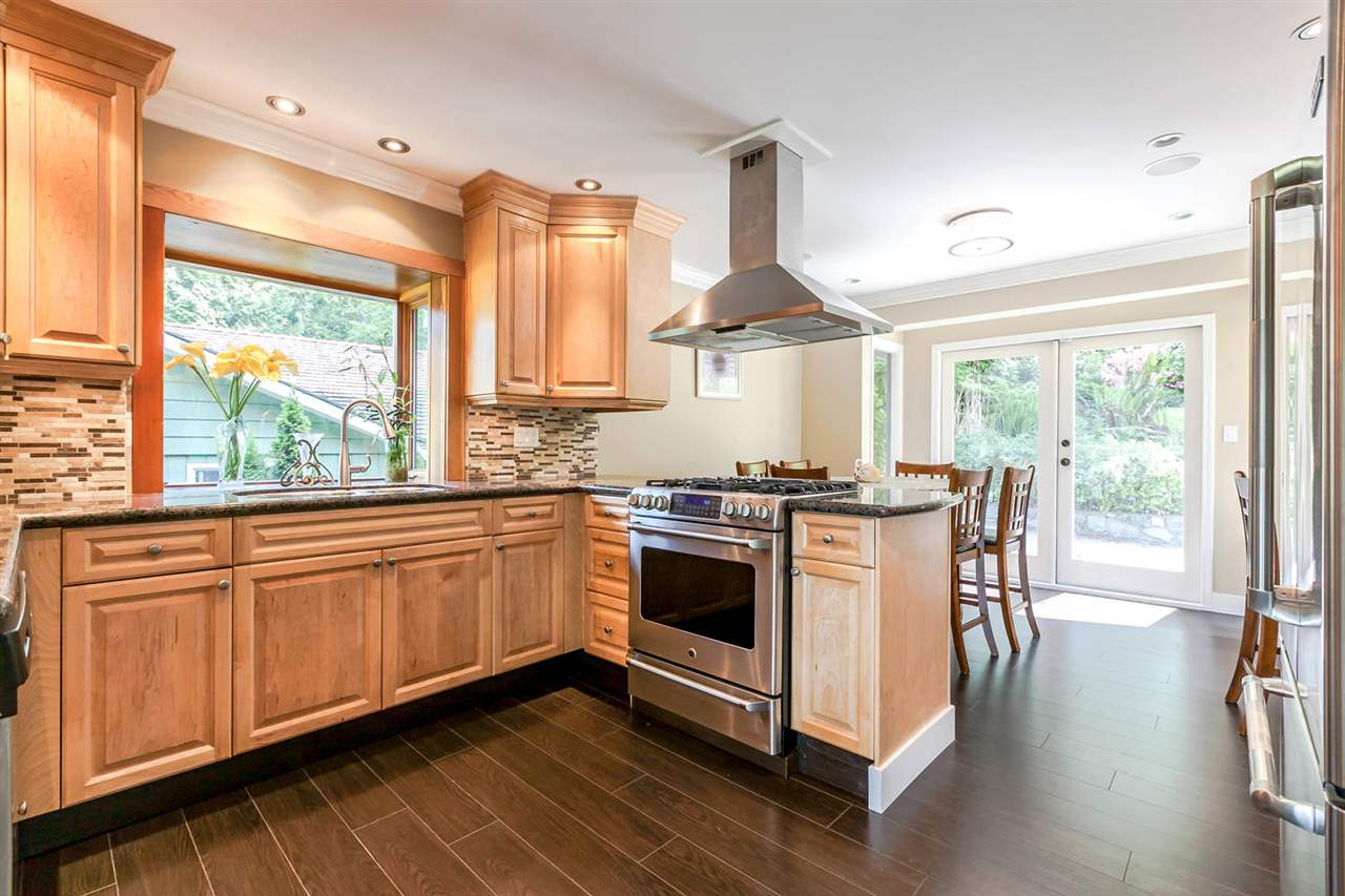 Detached at 5535 GREENLEAF ROAD, West Vancouver, British Columbia. Image 1
