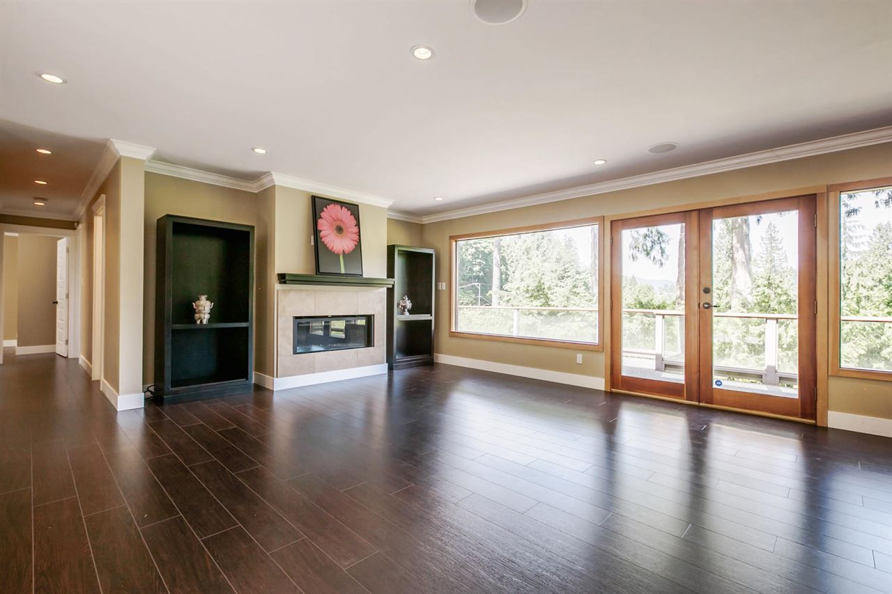 Detached at 5535 GREENLEAF ROAD, West Vancouver, British Columbia. Image 3