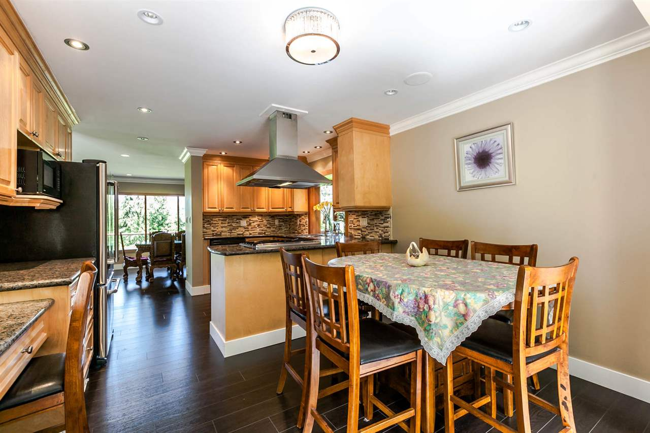 Detached at 5535 GREENLEAF ROAD, West Vancouver, British Columbia. Image 4
