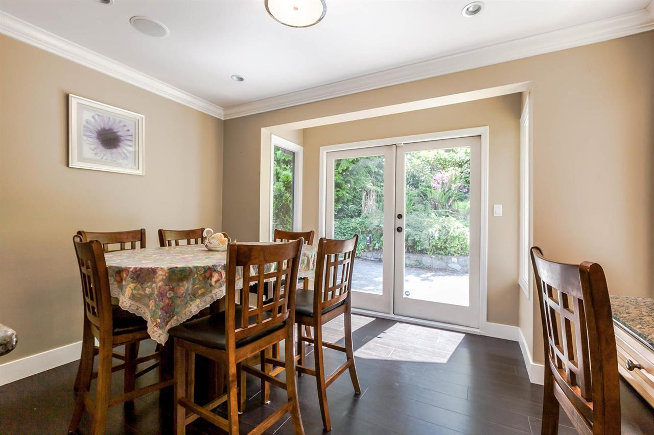 Detached at 5535 GREENLEAF ROAD, West Vancouver, British Columbia. Image 7