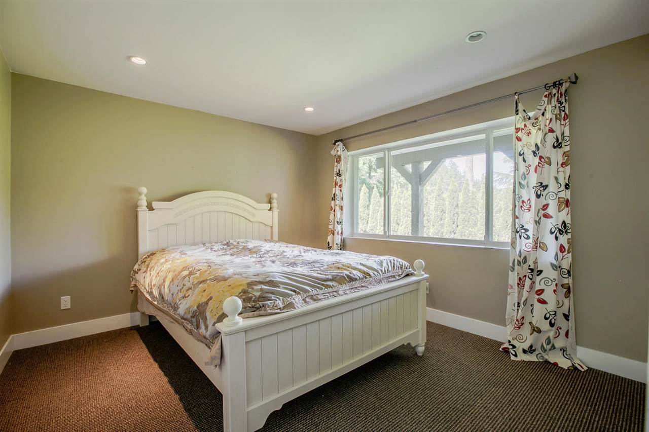 Detached at 5535 GREENLEAF ROAD, West Vancouver, British Columbia. Image 10