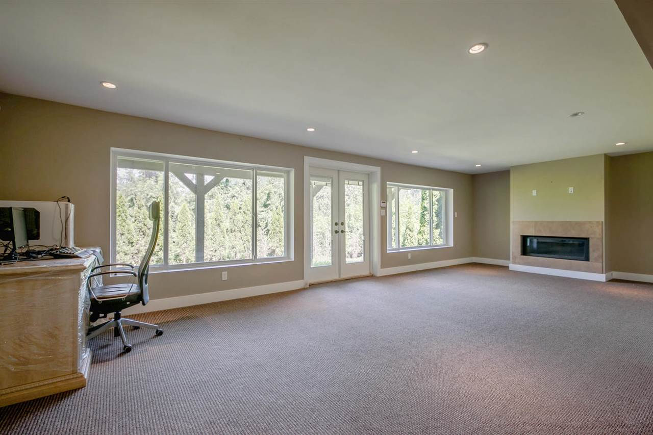 Detached at 5535 GREENLEAF ROAD, West Vancouver, British Columbia. Image 12