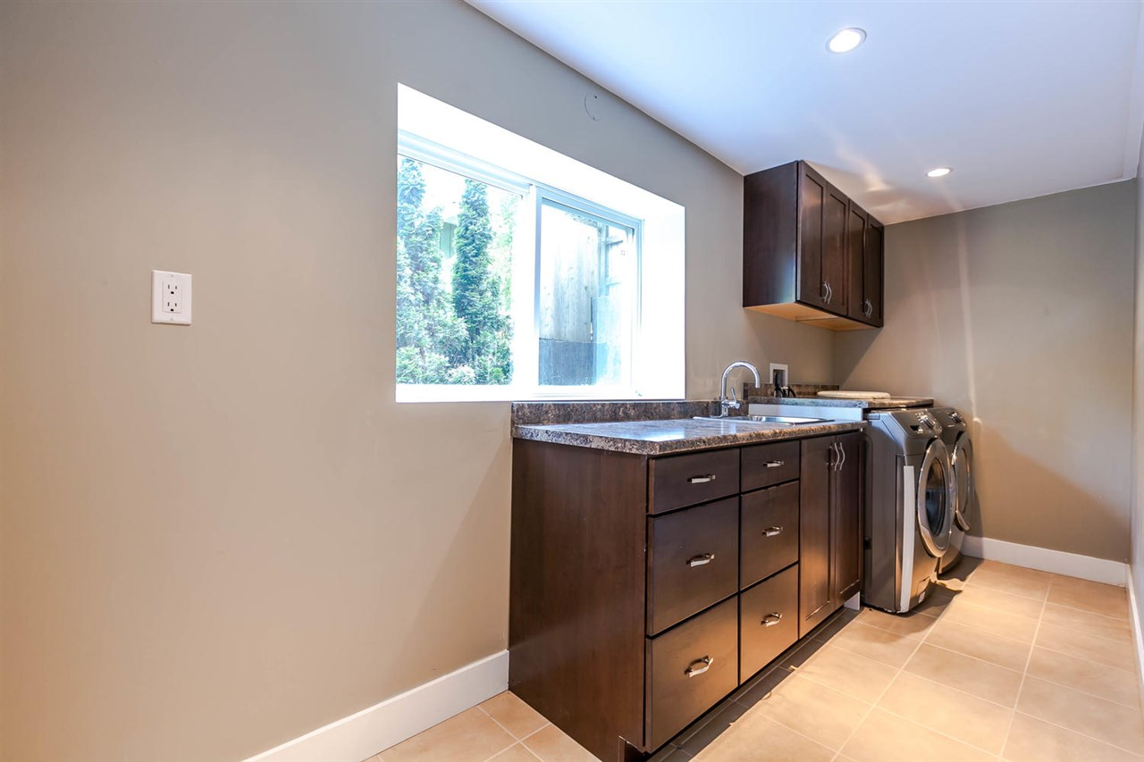 Detached at 5535 GREENLEAF ROAD, West Vancouver, British Columbia. Image 15