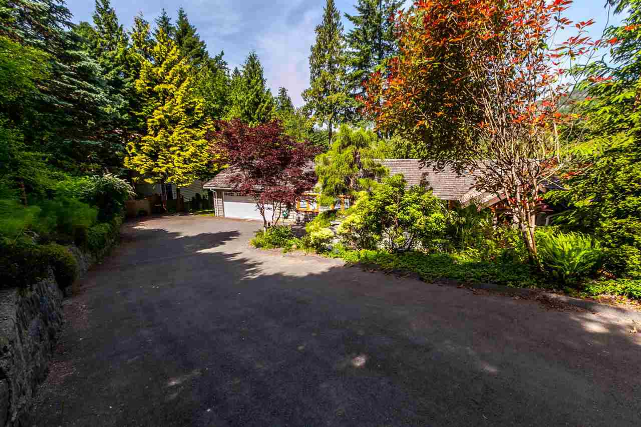 Detached at 5535 GREENLEAF ROAD, West Vancouver, British Columbia. Image 16
