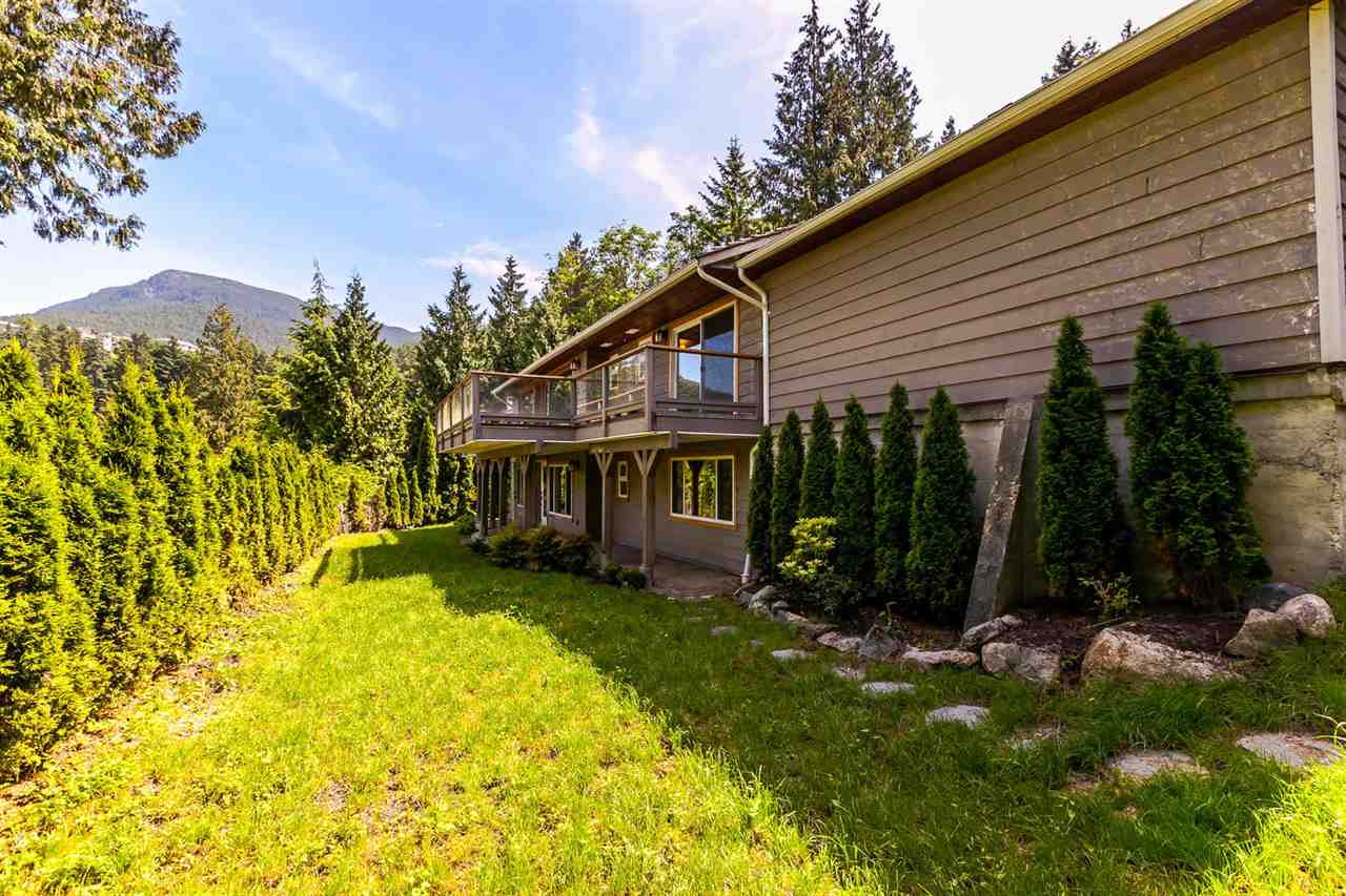 Detached at 5535 GREENLEAF ROAD, West Vancouver, British Columbia. Image 17