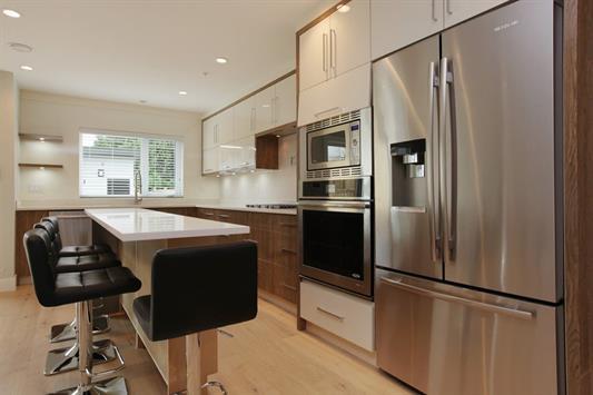 Half-duplex at 233 W 19TH STREET, North Vancouver, British Columbia. Image 7
