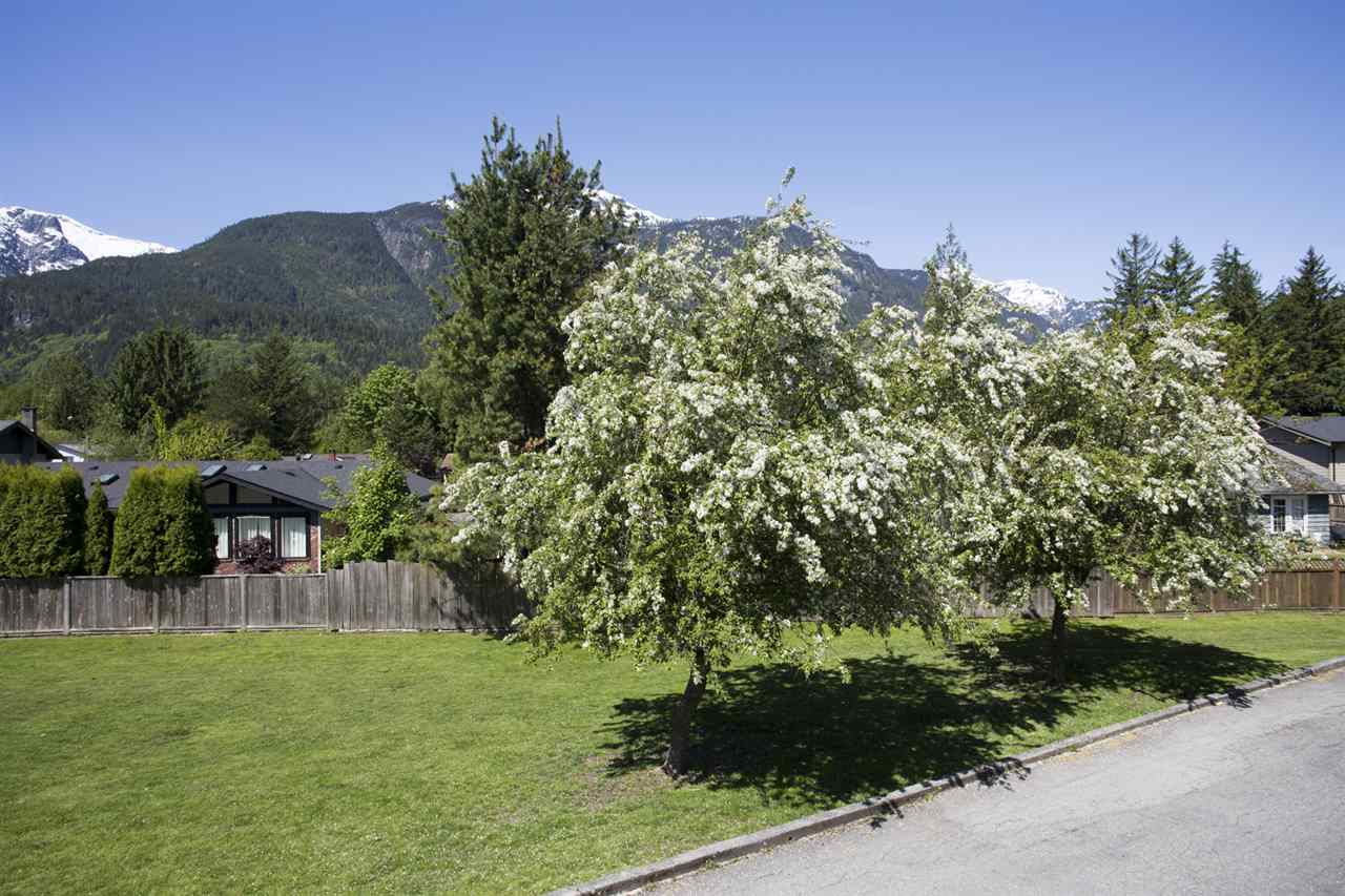 Townhouse at 15 1500 JUDD ROAD, Unit 15, Squamish, British Columbia. Image 16