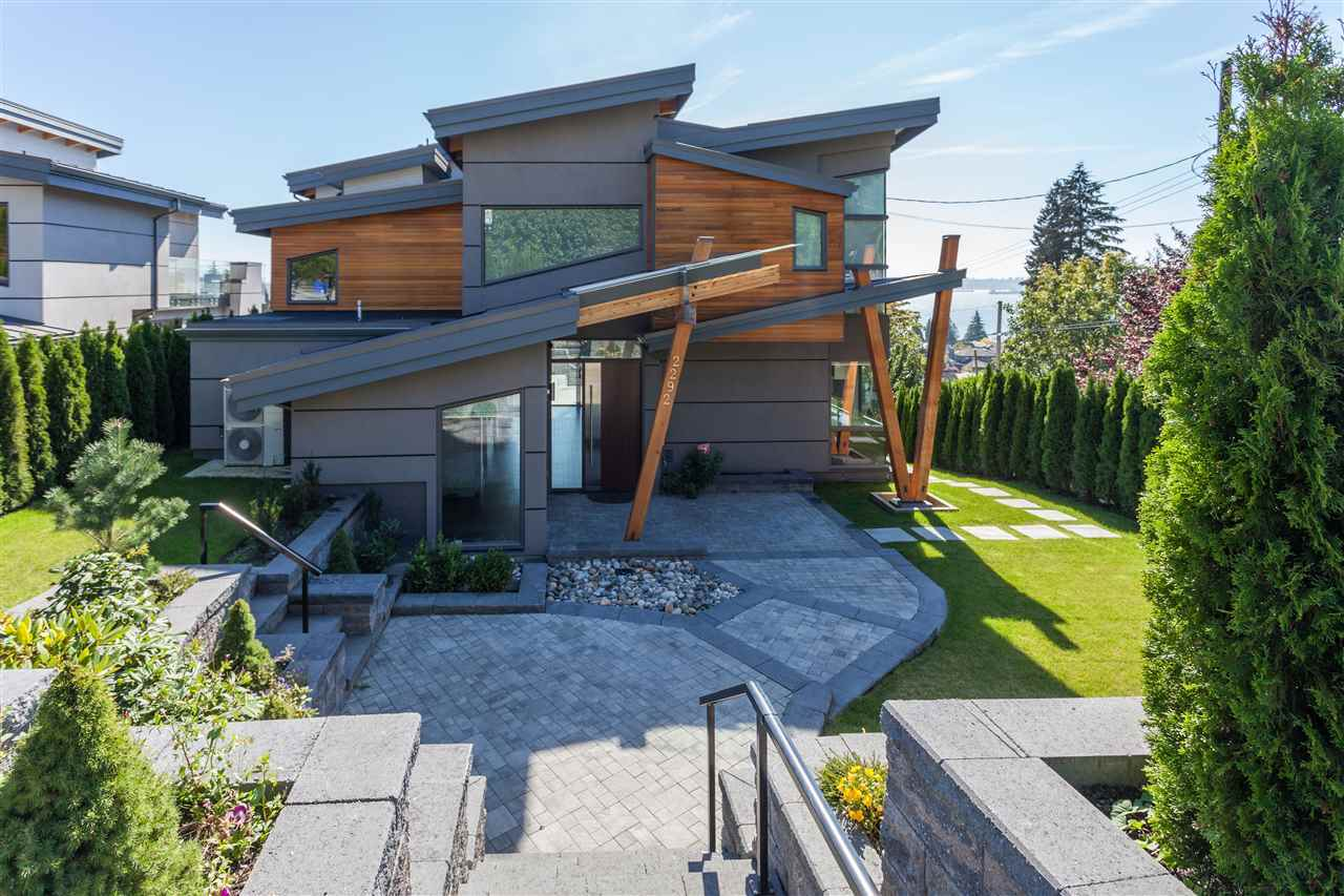 Detached at 2292 MATHERS AVENUE, West Vancouver, British Columbia. Image 3