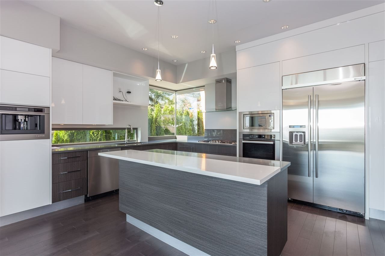 Detached at 2292 MATHERS AVENUE, West Vancouver, British Columbia. Image 12