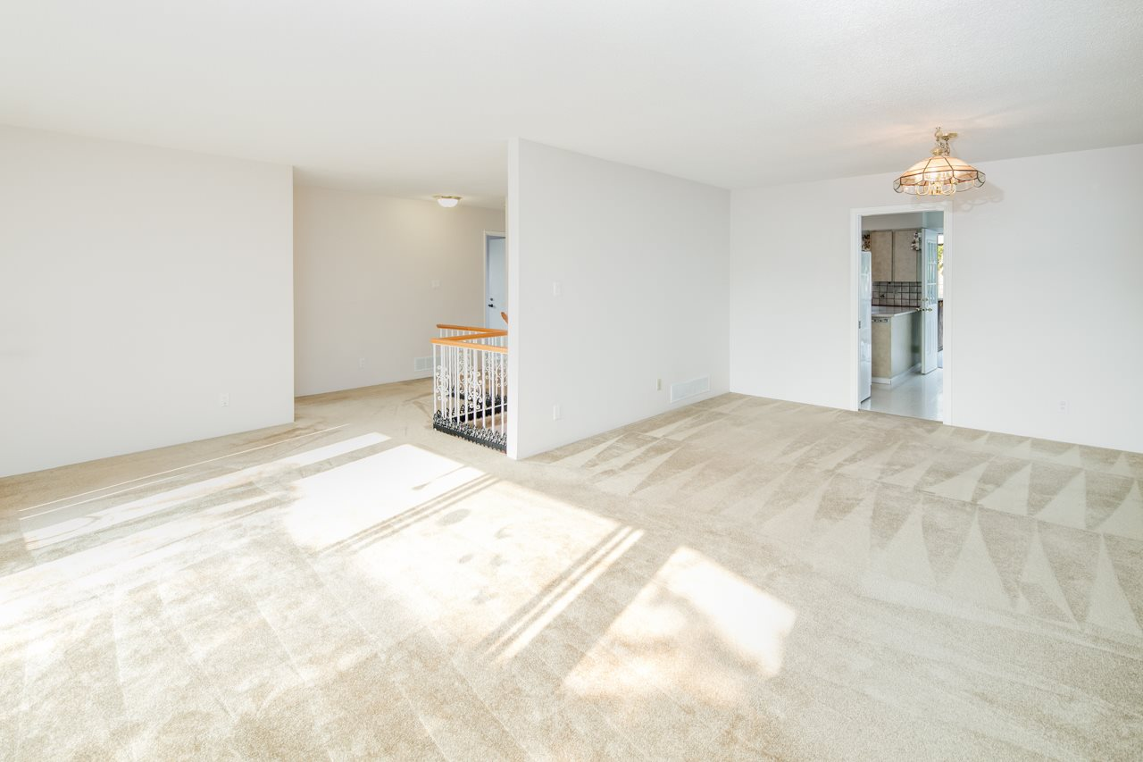 Detached at 7180 PARRY STREET, Richmond, British Columbia. Image 4