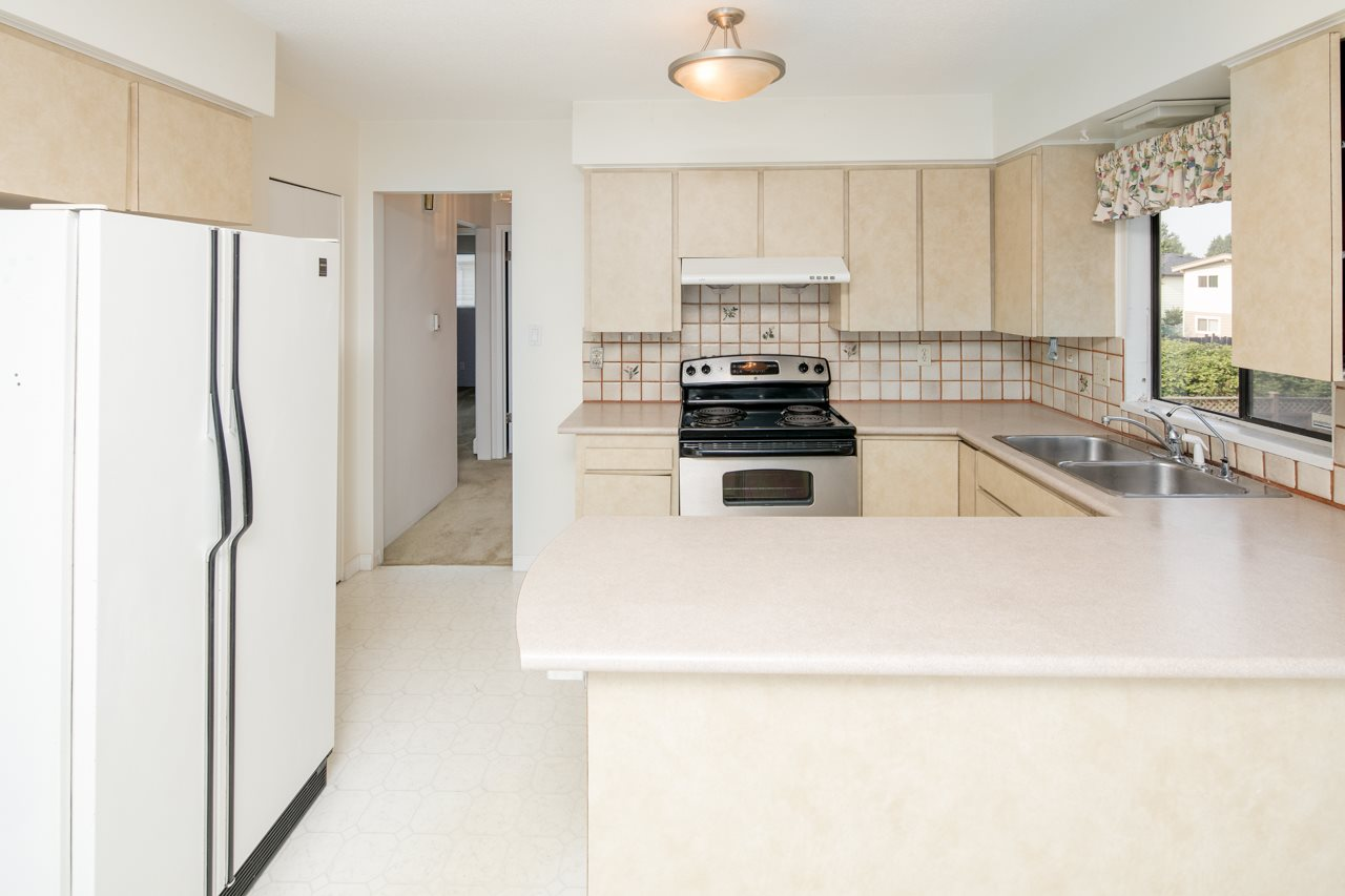 Detached at 7180 PARRY STREET, Richmond, British Columbia. Image 5