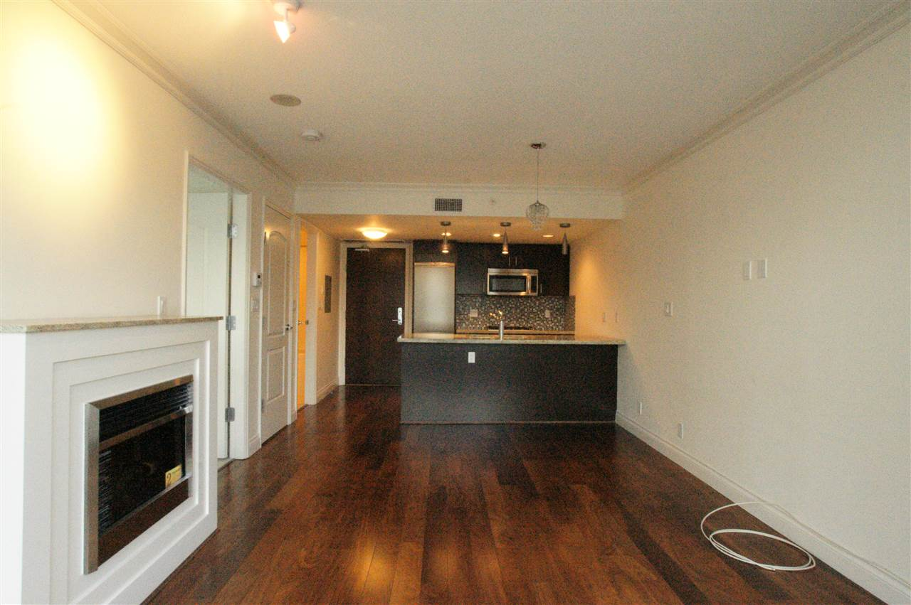 Condo Apartment at 1006 133 E ESPLANADE BOULEVARD, Unit 1006, North Vancouver, British Columbia. Image 8