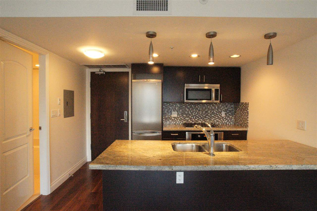 Condo Apartment at 1006 133 E ESPLANADE BOULEVARD, Unit 1006, North Vancouver, British Columbia. Image 9