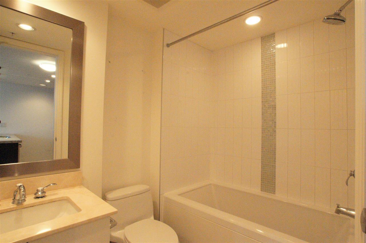 Condo Apartment at 1006 133 E ESPLANADE BOULEVARD, Unit 1006, North Vancouver, British Columbia. Image 10