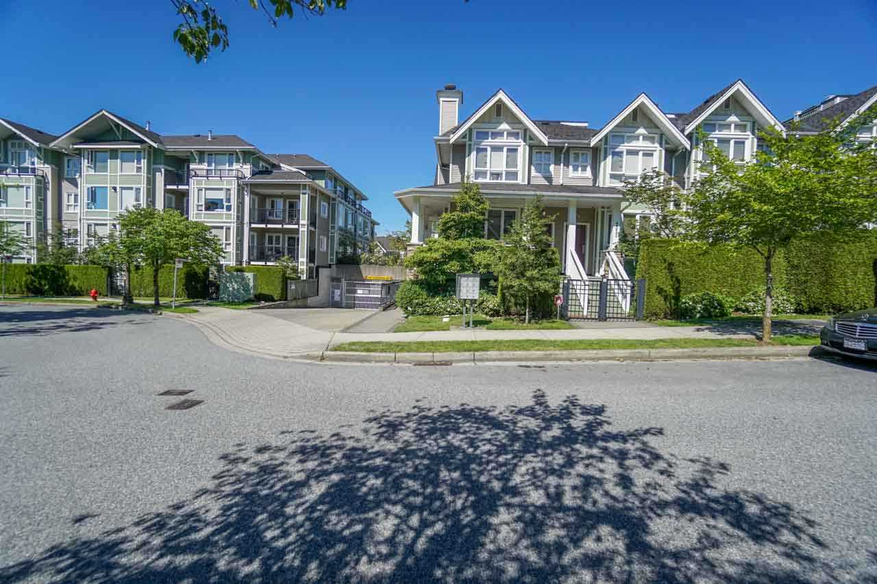 Townhouse at 7025 MONT ROYAL SQUARE, Vancouver East, British Columbia. Image 1