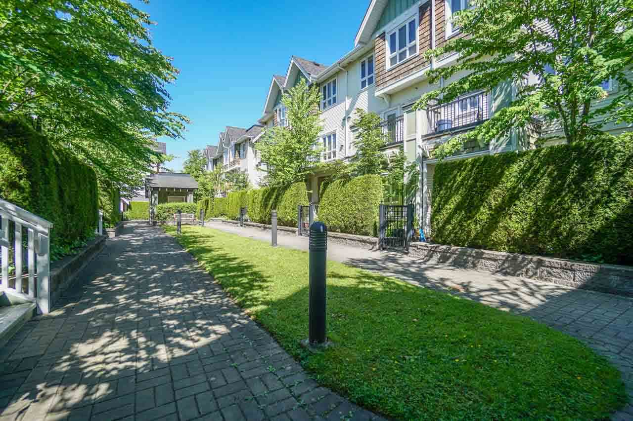 Townhouse at 7025 MONT ROYAL SQUARE, Vancouver East, British Columbia. Image 2