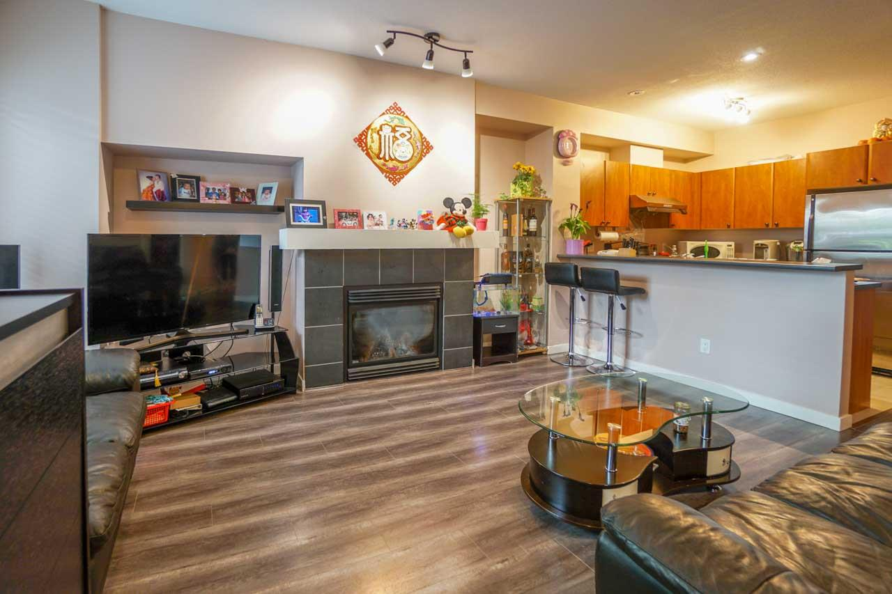 Townhouse at 7025 MONT ROYAL SQUARE, Vancouver East, British Columbia. Image 4