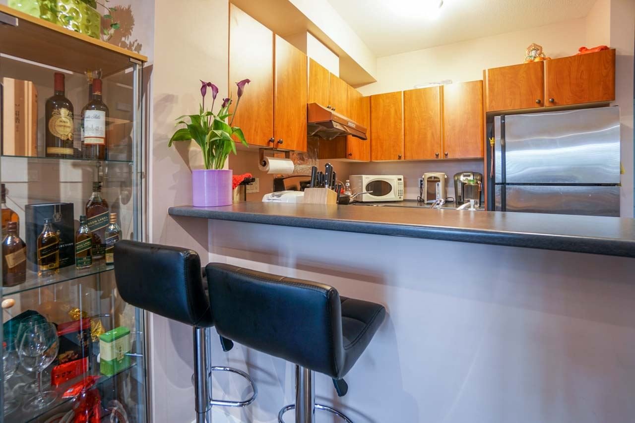 Townhouse at 7025 MONT ROYAL SQUARE, Vancouver East, British Columbia. Image 5